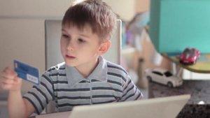С какого возраста можно оформить банковскую карту ребенку без родителей