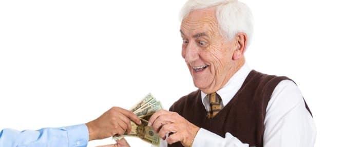 Как взять кредит неработающиму пенсионеру