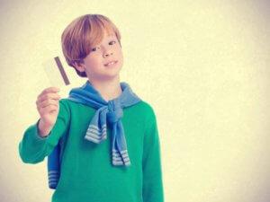Нужны ли детям банковские карты?
